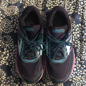 Women's Brooks tennis shoes